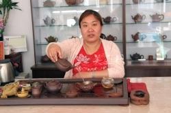 紫砂壶工艺师图片:陈苏平 - 宜兴紫砂壶网