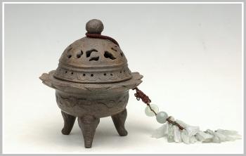 紫砂壶图片:象腿莲花座香炉 - 宜兴紫砂壶网