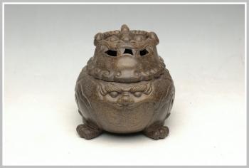紫砂壶图片:雄狮香炉 - 宜兴紫砂壶网