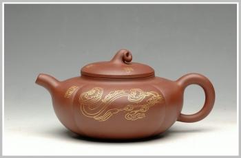 紫砂壶图片:纯金装饰 事事如意 - 宜兴紫砂壶网