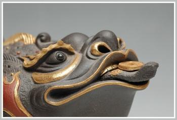 紫砂壶图片:金蟾之王 24纯金 霸气 精品雕塑 做工精细 - 宜兴紫砂壶网