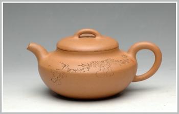 紫砂壶图片:舒展儒雅 国助工和石装饰 全手段泥合欢 - 宜兴紫砂壶网