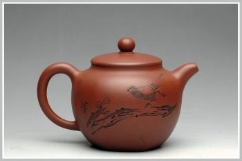 紫砂壶图片:鲍志强爱徒厉上清刻绘 浑圆六方 - 宜兴紫砂壶网