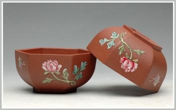 紫砂壶图片:牡丹蝴蝶 点彩 六方品茗杯 - 宜兴紫砂壶网