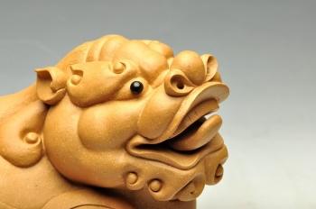 紫砂壶图片:大段泥貔貅 雕塑镇宅 - 宜兴紫砂壶网