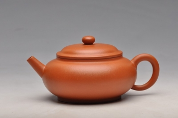 紫砂壶图片:敦厚朴实 优质朱泥  杀铁利器 全手直流宫灯 - 宜兴紫砂壶网