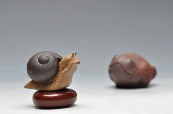 紫砂壶图片:做工精细  精品蜗牛茶宠 - 宜兴紫砂壶网