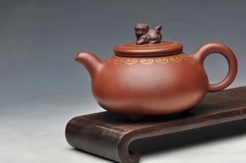 紫砂壶图片:真金装饰 自然优雅 送礼自用  如意狮韵 优质底槽青 - 宜兴紫砂壶网