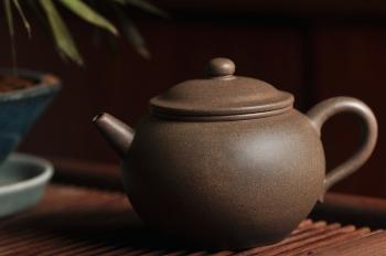 紫砂壶图片:拙朴古雅 传统耐品 杀茶利器 全手拙古 - 宜兴紫砂壶网