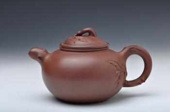 紫砂壶图片:敦厚可人 贴叶细腻 实用好花器 全手硕果 - 宜兴紫砂壶网