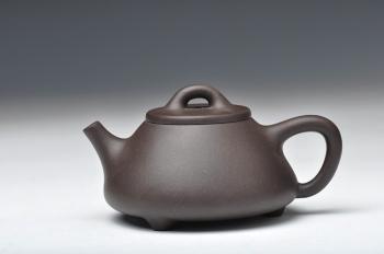 紫砂壶图片:精品厂黑料  好玩的小子冶石瓢 实用 - 宜兴紫砂壶网