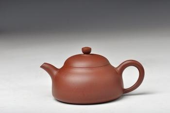 紫砂壶图片:实用耐品 全手小半月 适合绿茶 - 宜兴紫砂壶网