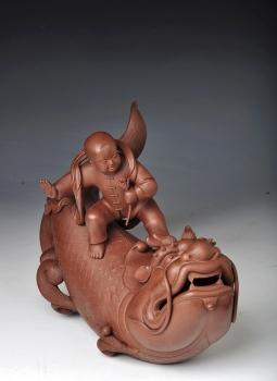 紫砂壶图片:财童戏鱼龙 精品之作 - 宜兴紫砂壶网