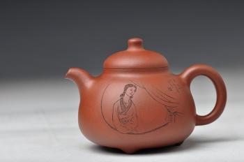紫砂壶图片:细刻入丝 形体端庄 传统作品 全手三足乳鼎 - 宜兴紫砂壶网
