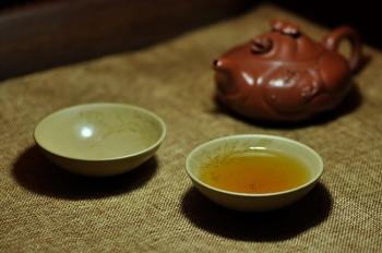 紫砂壶图片:雅致品茗杯 荷叶情思 乳香杯 - 宜兴紫砂壶网