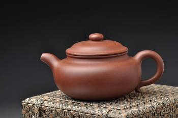 紫砂壶图片: 敦厚饱满 顾派仿古 形体耐品 传统实用 - 宜兴紫砂壶网