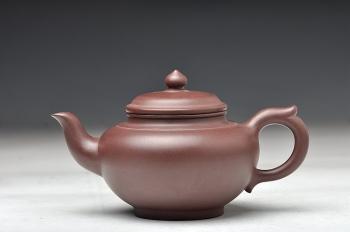 紫砂壶图片:紫茄泥 线条流畅 传统器形 全手笑樱 - 宜兴紫砂壶网