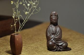 紫砂壶图片:慈悲祥和   坐观音 - 宜兴紫砂壶网