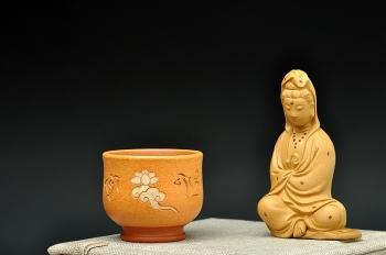 紫砂壶图片:石丁最新作品  敦煌杯 藏语'平安吉祥' 端庄富贵 - 宜兴紫砂壶网