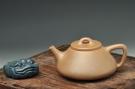 紫砂壶图片:养的透的老段 全手子冶石瓢 周正器形 仅1把 - 宜兴紫砂壶网