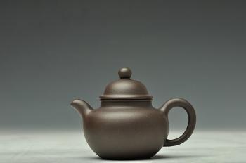 紫砂壶图片:历史泥料 乌泥小掇球和小虚扁 不接受定做 - 宜兴紫砂壶网