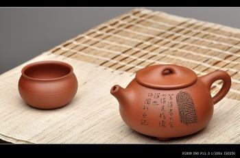 紫砂壶图片:啄砂装饰 古色古香 优质红皮龙 舍瓢 敦厚拙朴 - 宜兴紫砂壶网