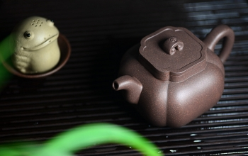 紫砂壶图片:何卫枫甲午新作 东方古韵 筋囊佳器 全手太极如意 - 宜兴紫砂壶网