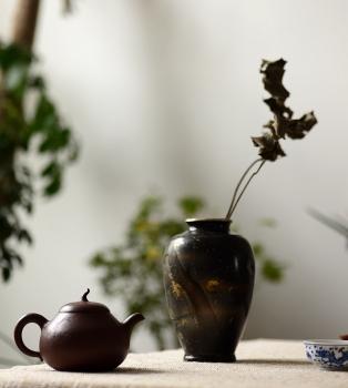 紫砂壶图片:生机曼妙 温润如玉 全手匏瓜 优质老紫泥 - 宜兴紫砂壶网
