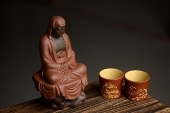 紫砂壶图片:段泥做底粉朱泥浆 老味俱显  达摩杯与对茗杯 - 宜兴紫砂壶网