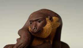 紫砂壶图片:精品茶宠 树桩神猴 神态逼真  - 宜兴紫砂壶网