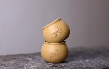 紫砂壶图片:曲峰闻香杯 原矿本山绿泥 刻绘蜗牛 - 宜兴紫砂壶网