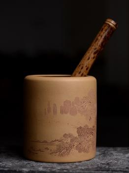 紫砂壶图片:李彦雄老师获奖作品一 山水笔筒 - 宜兴紫砂壶网