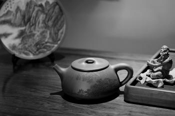 紫砂壶图片:特大满瓢 李彦雄精细装饰通景山水  送礼收藏级 - 宜兴紫砂壶网