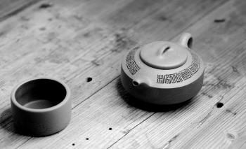 紫砂壶图片:陆轶舟新作 曼生遗韵 刻绘别具一格 扁石 优质段泥 传统器形 - 宜兴紫砂壶网