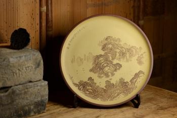 紫砂壶图片:李彦雄精心之作 山水挂盘 韵味十足 - 宜兴紫砂壶网