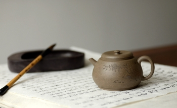 紫砂壶图片:万阗阗力作国助和石精刻 全手龙蛋 飘逸俊秀 文气十足 - 宜兴紫砂壶网