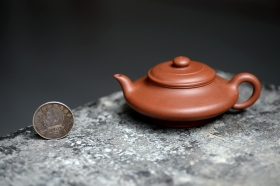 紫砂壶图片:国师顾小英作品 线条流畅 实用精品 水扁 绿茶知音 优质清水泥 - 宜兴紫砂壶网