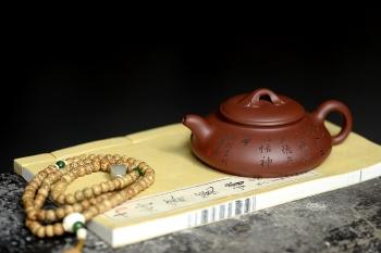 紫砂壶图片:张听刚精心装饰 文气之作 心旷神宁 福如意  - 宜兴紫砂壶网
