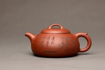 紫砂壶图片:刘海戏金蟾 张听刚精心装饰 文气之作 过桥扁腹 - 宜兴紫砂壶网