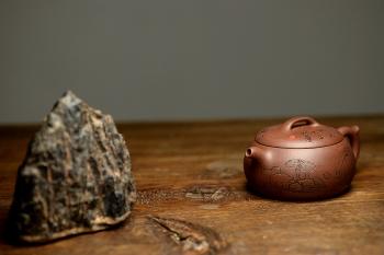 紫砂壶图片:张听刚精心装饰 大口实用 全手融古 - 宜兴紫砂壶网