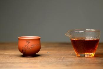 紫砂壶图片:曲峰佛陀杯 以底槽清打底粉降坡泥 精致实用  - 宜兴紫砂壶网