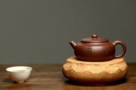 紫砂壶图片:实用佳器 秀气可爱 扁拙 - 宜兴紫砂壶网