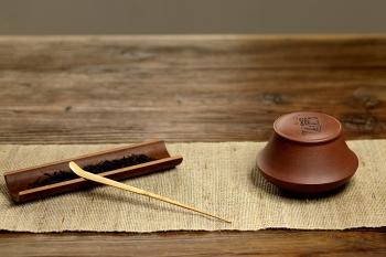 紫砂壶图片:文房茶叶罐 陆轶舟装饰 古朴之风 - 宜兴紫砂壶网
