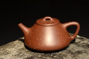 紫砂壶图片:骨肉均挺 迷人铺砂 巧克力之全手子冶石瓢 - 宜兴紫砂壶网