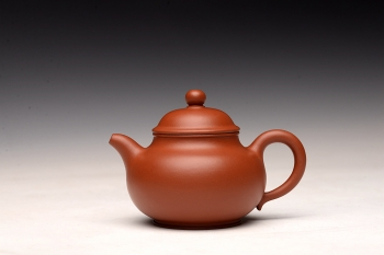 紫砂壶图片:手工练泥 矿质丰富 传统实用朱泥小潘壶 夏日消暑利器 - 宜兴紫砂壶网