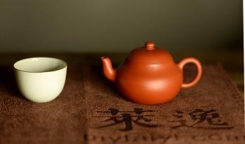紫砂壶图片:只为茶人 传统器形 古雅大方 优质朱泥 全手君德 - 宜兴紫砂壶网