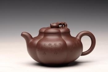 紫砂壶图片:酒虎丙申夏 精品之作 大气磅礴 全手工上合桃 和石装饰 珍藏 - 宜兴紫砂壶网