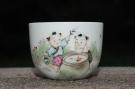 紫砂壶图片:双童子赏鱼 景德镇主人杯 - 宜兴紫砂壶网