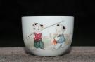 紫砂壶图片:双童子准备去钓鱼 景德镇主人杯 - 宜兴紫砂壶网