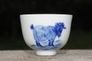 紫砂壶图片:生肖羊 景德镇全手工手绘青花主人杯  - 宜兴紫砂壶网